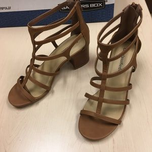 Shoes - Tan strappy heeled sandals size 9
